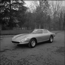 McQueen's 275 GTB4 was originally a coupe as seen in this picture