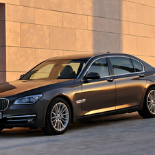 BMW revela o facelift do Série 7