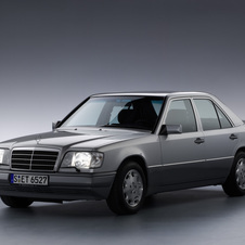 Mercedes-Benz 300 E-24 AT