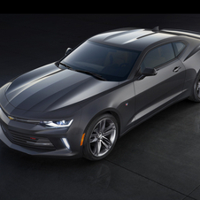 The engine lineup takes the Camaro to new performance benchmarks but it is also makes it more efficient than ever