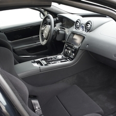 A Jaguar despiu o interior do XJ e inclui bancos desportivos