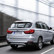 With a maximum speed limited to 120km/h, the X5 xDrive40e has a 31km electric range