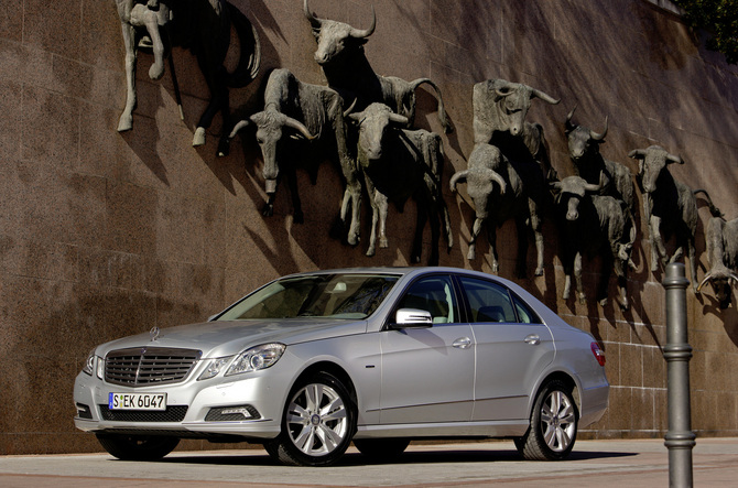 Mercedes-Benz E 250 CGI BlueEfficiency Auto