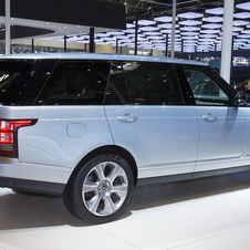 Land Rover will start selling in May in China both short and long versions of the Range Rover Hybrid