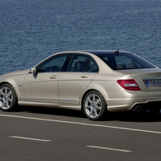 Mercedes-Benz C 180 Kompressor BlueEFFICIENCY Saloon
