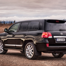 Refreshed Toyota Landcruiser Ditches Options to Make Everything Standard