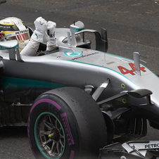 Hamilton close the gap on Rosberg in the championship to 24 points