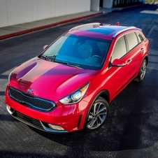 The hybrid system of the new Kia Niro consists of 1.6-liter petrol engine with 103hp associated with an electric motor of 43hp