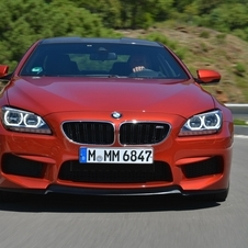 The M6 gets a new three-section lower intake with black-slat kidney grill and M-gills in the fenders.