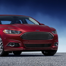 New Ford Fusion: first gasoline, hybrid and plug-in hybrid sedan