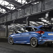 The 2.3-liter Ecoboost engine that equips the new Focus RS is an improved version of the engine available on the new Ford Mustang