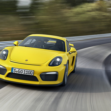 Porsche took the Cayman GT4 to Nürburgring and became the new reference in the segment with a lap time of 7 minutes and 40 seconds