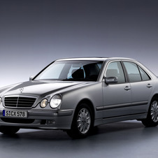 Mercedes-Benz E 240 AT