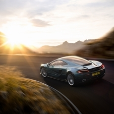 Based on the 570S it shares with it the front, the diehedral doors and even the twin-turbo 3.8-liter engine with 570hp