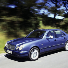 Mercedes-Benz E 290 Turbodiesel AT