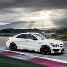 Mercedes CLA45 AMG landet mit 355 PS in New York