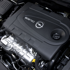 2012 Opel Insignia Focuses on Efficiency with New Engines