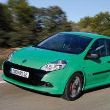 The most recent Clio RS uses a 2.0 liter engine with 197hp