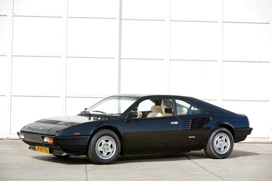 ferrari mondial quattrovalvole 26 fotos und 56 technische daten. Black Bedroom Furniture Sets. Home Design Ideas