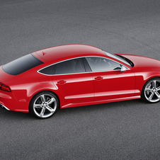 The updated version of the RS7 continues to be powered by the same V8 petrol engine of 4.0 liters with 560hp and 700Nm of torque