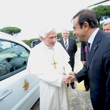 Renault gave two electric Kangoos to the Pope