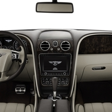 O interior luxuoso do Flying Spur aposta na tecnologia