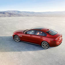 The Jaguar XE S accelerates from 0 to 100 km/h in 5,2 seconds