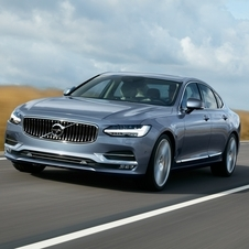 The new S90 will also be equipped with the hybrid plug-in engine T8 Twin Engine