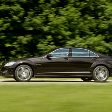 Mercedes-Benz S 63 AMG w/ Performance Package