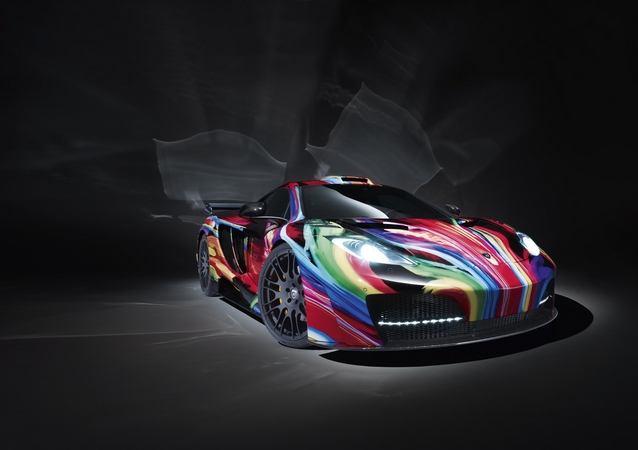 Pintura do MP4-12C Art Car é bastante semelhante à do BMW M3 GT2 Art Car de Jeff Koons