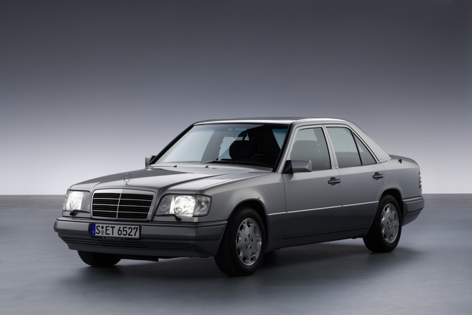 Mercedes-Benz 200 AT