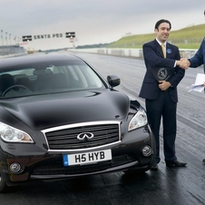 Infiniti M35h Sets Guinness Record as Fastest Full Hybrid Car
