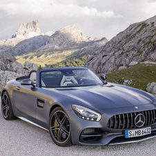 The new GT Roadster features AMG's grille inspired on the 300 SL Panamericana