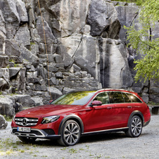 The All-Terrain will be launched as an E 220d 4MATIC with the newly developed four-cylinder diesel engine with a 194hp output