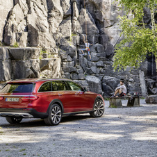 Thanks to the off-road styling elements the All-Road gets a more robust appearance distinguishing it immediately from the estate model