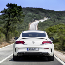 The most powerful C63 S AMG Coupé version  can reach 100km/h in 3.9 seconds, 0.4 seconds less than its predecessor