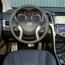 Hyundai attempted to improve the interior for the second generation and make it more upscale