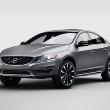 Like the V60 Cross Country, the new S60 Cross Country receives a 65mm higher ground clearance and the same traction all-wheel drive technology
