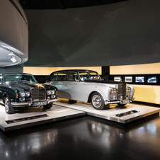 The display includes 15 Rolls-Royce cars