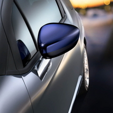 Buyers can select different colored door mirrors