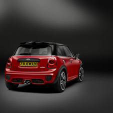 Equipping the John Cooper Works, MINI put a revised version of the 2.0-liter four-cylinder Cooper S engine with an output of 231hp