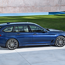 The 540i xDrive is the fastest version at launch and can reach the 100km/h mark in 5.1 seconds