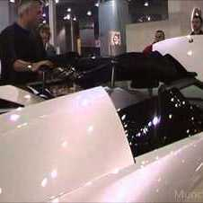 How you put the roof on an LP640 roadster....